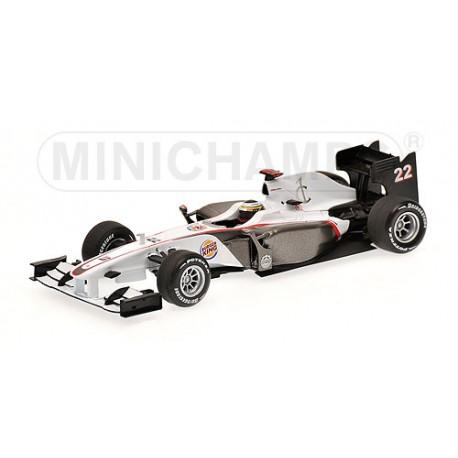 MINICHAMPS 400100097 SAUBER F1 SHOWCAR 2010 DE LA ROSA 1.43
