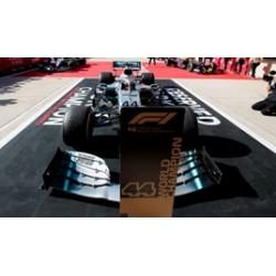 SPARK 18S465 MERCEDES-AMG F1 W10 EQ Power+ N°44 2ème GP USA 2019- Pilote Champion Lewis Hamilton - Base spéciale avec Pit Board